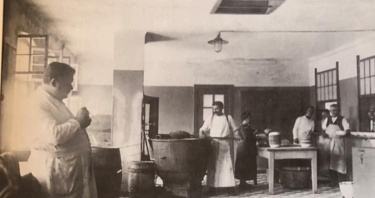 Gmy Image 1 - Studio kitchen